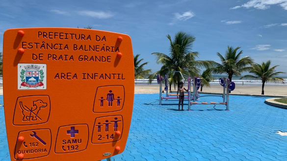 Brazil: stainless steel playgrounds for beaches