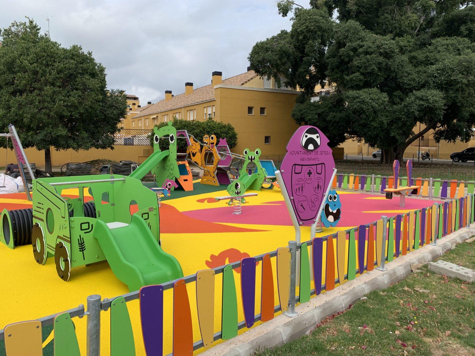 parque-infantil-polietileno-suelo-caucho-amortiguador